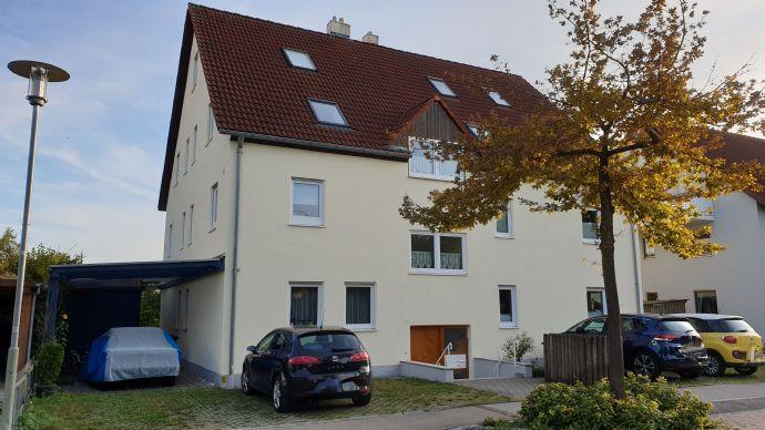 Sehr helle 4-Zimmer-Maisonette-Wohnung mit Süd-Balkon inkl. Einbauküche, Carport und Stellplatz!