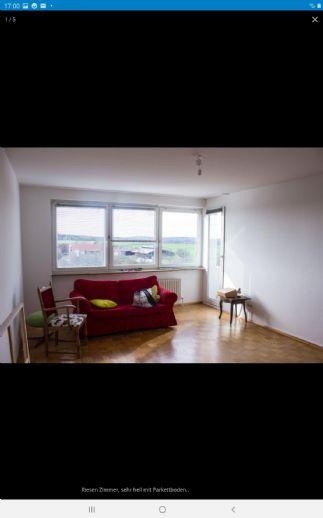 Riesiges helles und ruhiges WG Zimmer zu vermieten mit Balkonzugang