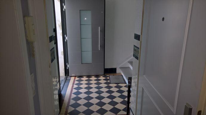 D-Oberrath, Eitelstr., top 2 Zi.-Altbau-Wohnung, ca. 77 m², KDB überdachteTerrasse/Garten u. gross