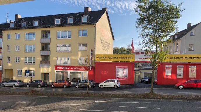 /// Renditeobjekt in TOP Zustand - 12 Wohneinheiten mit Balkonen, Garagen & Gewerbeeinheit ///