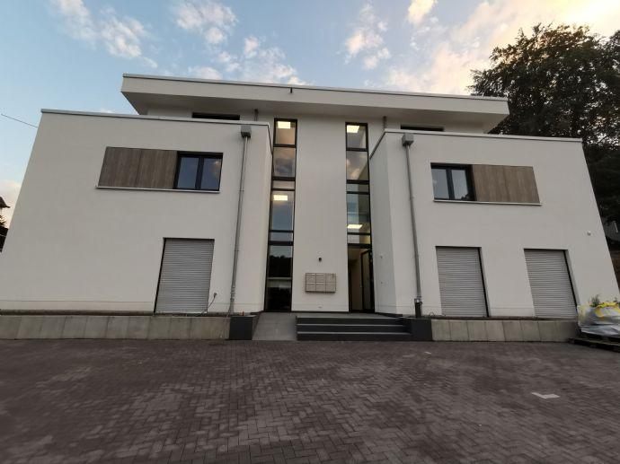 Exclusive 2-Zimmer-Wohnung für gehobene Ansprüche mit Lichthof + kleinem Garten, Einbauküche