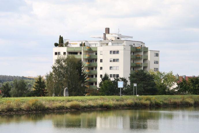 Helle 2 Zi. Etw. 5.OG ca. 60m² Wfl. mit Aufzug, Loggia, Stellplatz, in ruhiger Lage in Katzwang direkt am Kanal