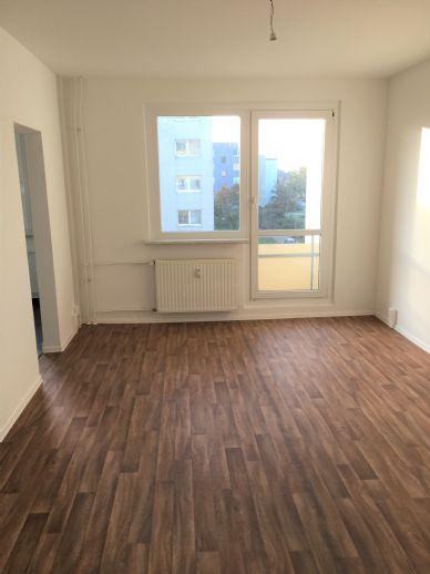 Entspannt umziehen - ZWEI KALTMIETEN GESCHENKT, renovierte 3-Raum-Wohnung in Schwerin