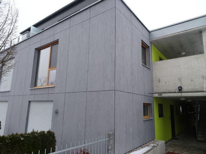 Exklusive Wohnung im 1. OG mit EBK, Balkon, 2 Stellplätzen in Weiden zu vermieten !!!