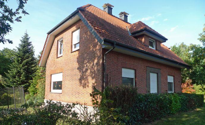 Sie suchen noch ein Ein- bis Zweifamilienhaus in Halle-Künsebeck in einer ruhigen Lage mit einem großem Grundstück und Gartenhäuschen?