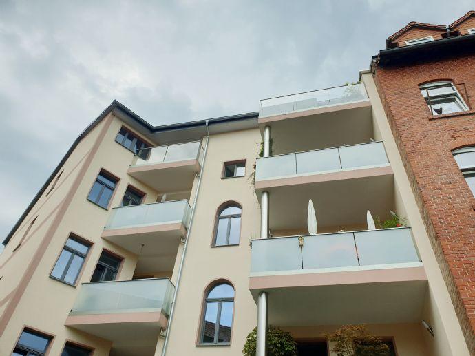 Edel sanierte Dachgeschosswohnung (Aufzug) mit Dachbalkon !!!