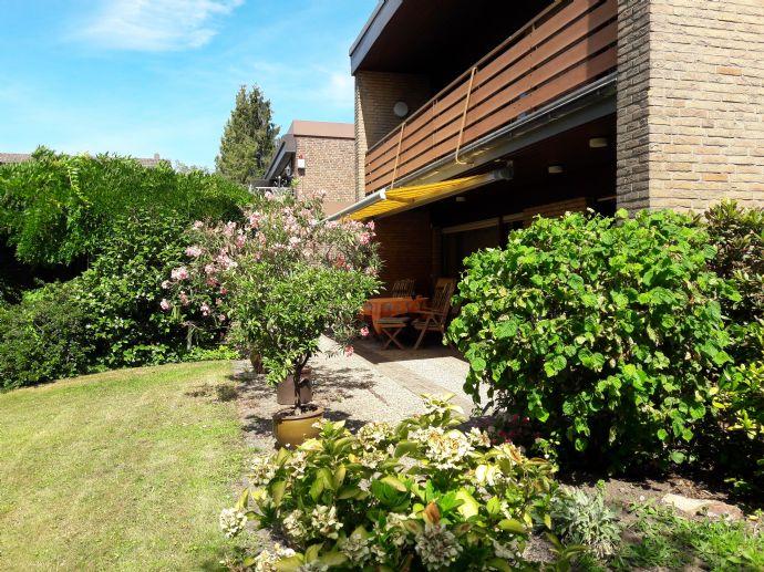 Düsseldorf-Benrath: Gepflegtes Zwei-Generationenhaus mit liebevoll angelegtem Garten und Garage