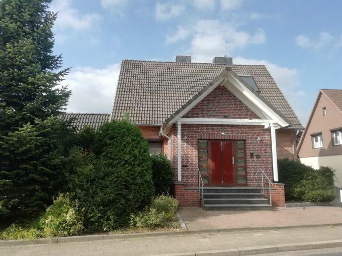 Einfamilienhaus mit 2-Zimmerwohnung auf großem