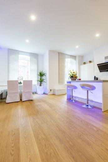 Einziehen und Wohlfühlen - Geräumige und luxuriöse 4-Zimmer-Wohnung mit kleiner Terrasse