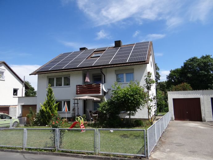 Stabiles Anlageobjekt in guter Lage ggf. auch als Generationenhaus nutzbar! 2 von 3 Wohnungen derzeit vermietet.