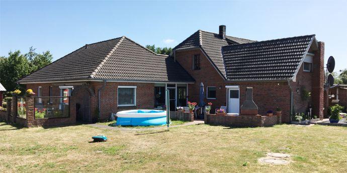 2 Häuser in Alleinlage mit Nebengebäude und viel Platz