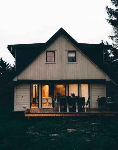 Neuwertiges Einfamilienhaus mit angebautem Carport