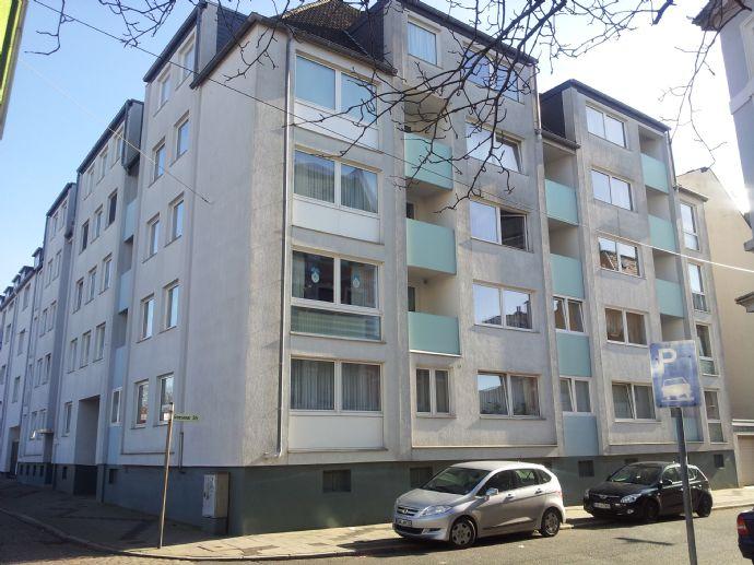 Super 2 Zi. Wohnung im gepflegten Mehrfamilienhaus mit EBK und Loggia