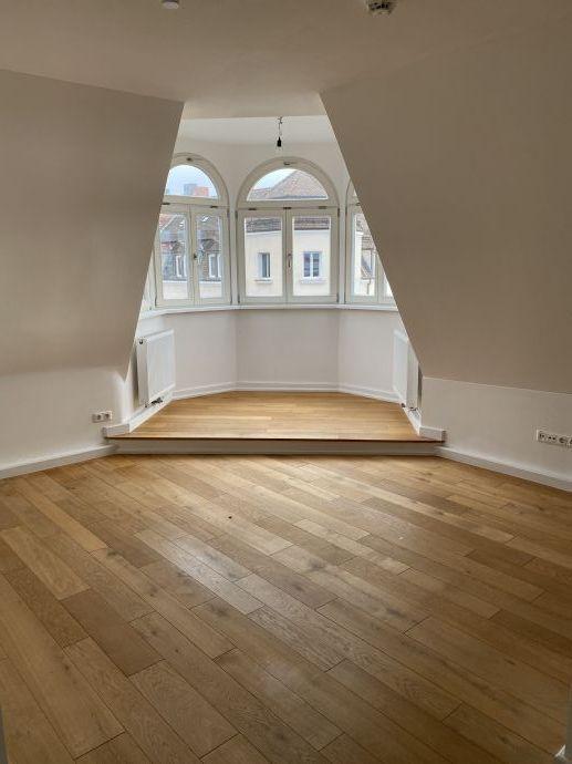 Schöne, komplett neu renovierte 3 Zimmer-Altbauwohnung mit kleinem Balkon zu vermieten