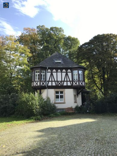 Freistehendes Einfamilienhaus (ehemaliges Bootshaus) mit kleinem Garten im Schlosspark Eller