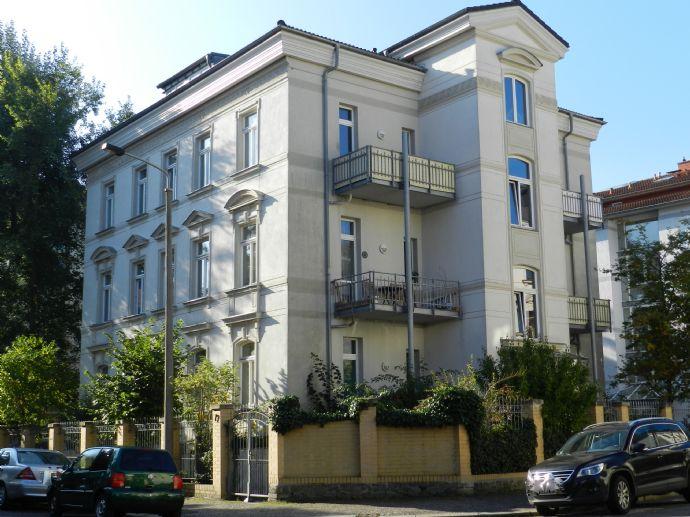 Wohnen am Rosental - Apartment mit EBK, Parkett, Balkon - im Hochparterre einer Gründerzeitvilla