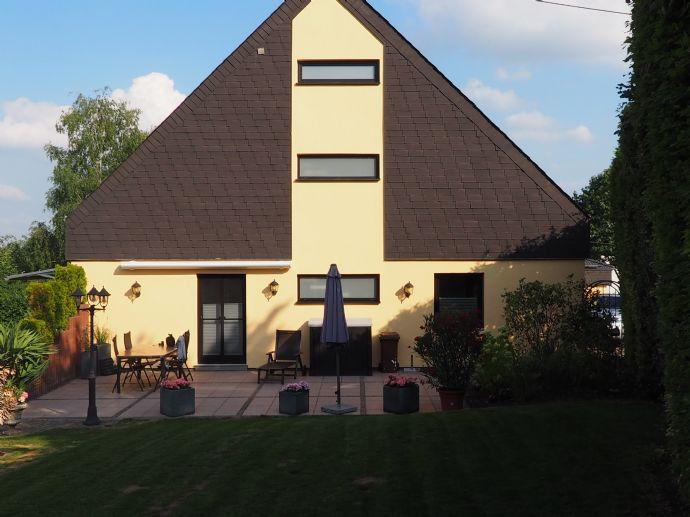 Gepflegtes freistehendes Einfamilienhaus mit Schwimmbad, Sauna, Doppelgarage Nähe BWZK Krankenhaus