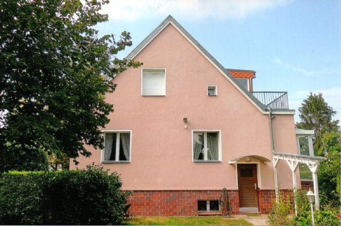 Falkensee-Berlinnähe: Gemütliches Zweifamilienhaus mit Keller auf gepflegtem und sonnigen Grundstück