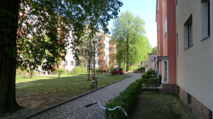2 –Zi. Altbauwohnung mit Duschbad und Balkon zu verkaufen!