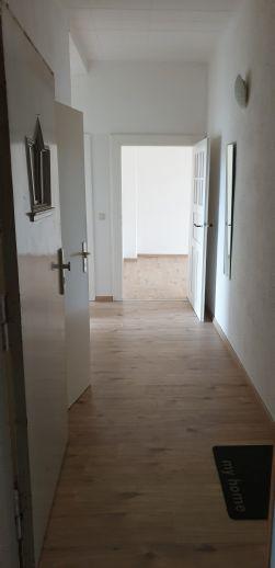 Frisch renovierte 2-Raum Wohnung in Bahnhofsnähe