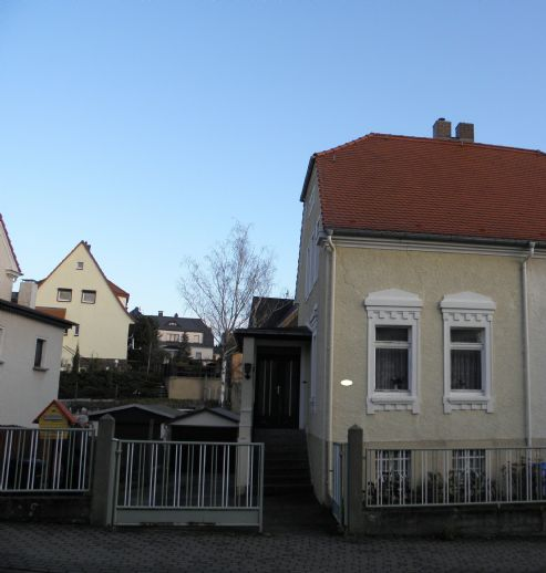Grundsolides kleines Einfamilienhaus