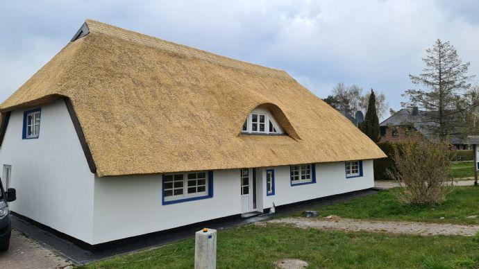 historisches Reetdachhaus auf Mönchgut Wasserblick