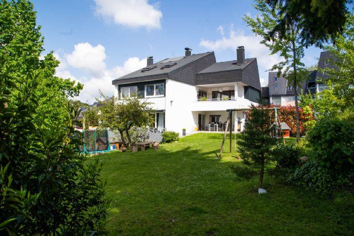 Bezugsfreies Attraktives modernes Wohlfühlhaus mit großem Garten in ruhiger zentraler Wohnlage