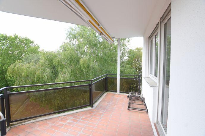 **Nordend/Preungesheim** Freie ETW mit Balkon und Tiefgaragenstellplatz, noch Fragen?