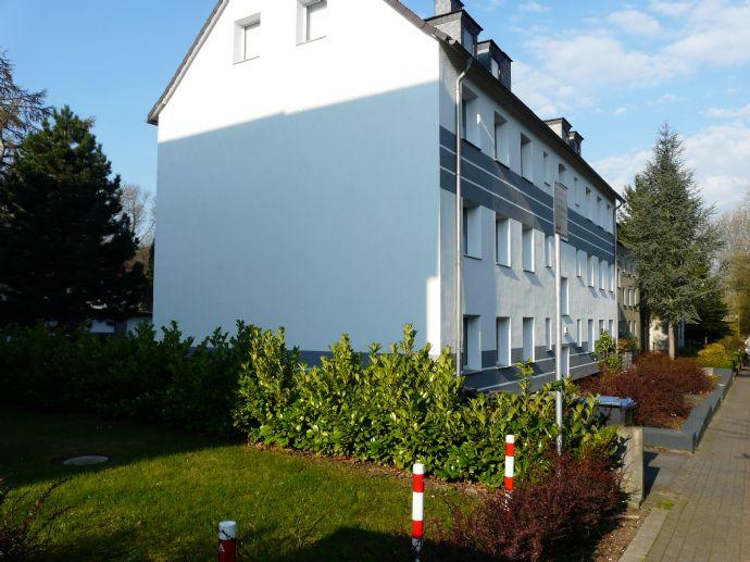 Sonnige 2.5 Raum Wohnung mit Garten und Garage