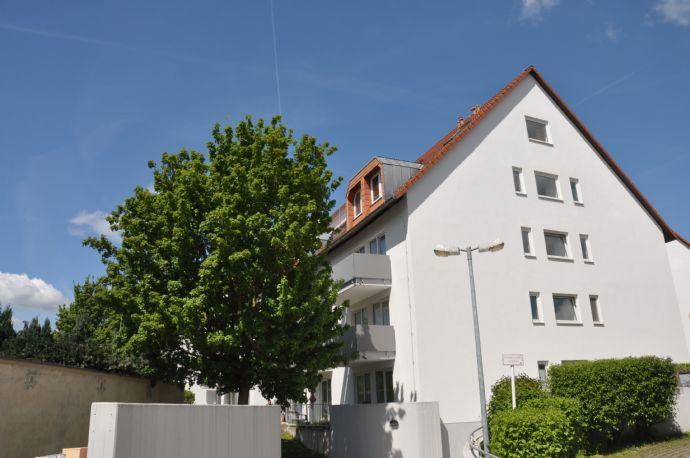 Nur 10 Minuten zur Uni: schöne Wohnung mit Pantryküche & Balkon!