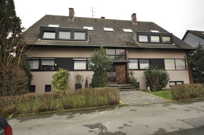 Mehrfamilienhaus mit Garagen und großem Garten in Dortmund-Derne