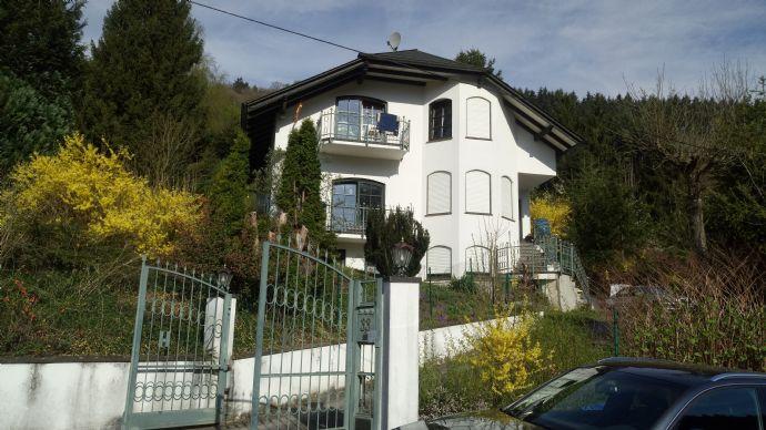 Traumhaus in herrlicher Lage mit ca. 160 m² Wohnfläche, mit exklusiver Ausstattung, nur 4 km zur Kreisstadt Wittlich/Eifel; Preis VB