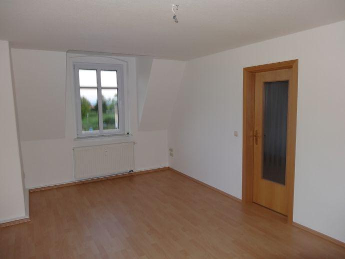 Preiswerte und komfortable 2-R-Dachgeschosswohnung