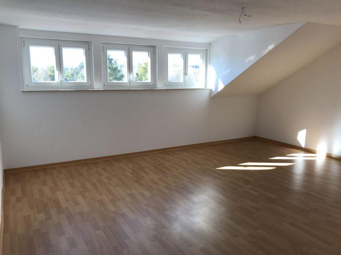 Großzügige, komplett renovierte 1,5-Zimmer-Wohnung in VS-Villingen