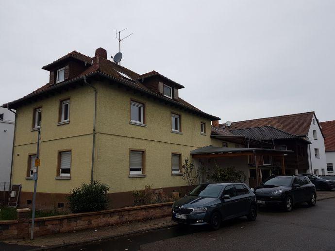 Zwei Wohnhäuser für die große Familie mit drei Garagen in Bürstadt