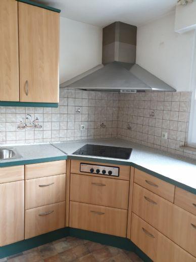Gemütliches Wohnflair mit Einbauküche und Balkon