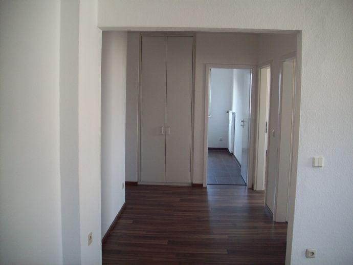 KOMPLETT RENOVIERTE helle, freundliche 3,5-Zimmer-Wohnung  in Duisburg-Fahrn