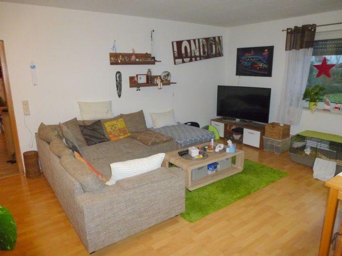 Helle 4-Zimmer EG-Wohnung m. Balkon!