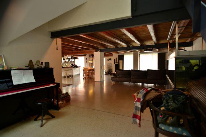 7- Zimmer Wohnung mit 36m2 Terrasse und Indoor-Pool in Weingarten (Karlsruhe)
