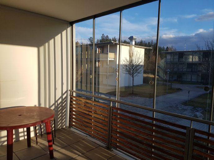 """BETREUTES WOHNEN: Moderne, teilmöblierte 2 Zimmer-Etagenwohnung barrierefrei mit großzügigen Räumen und Süd-Balkon Typ """"Wintergarten"""""""