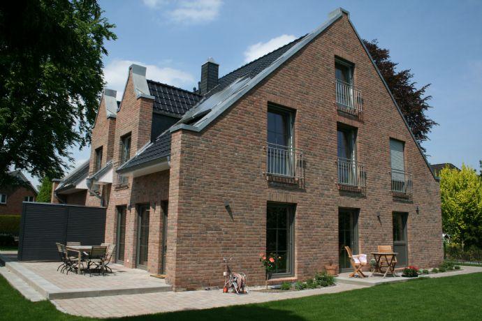 Neubau von 2 modernen Architekten-Doppelhäusern in ruhiger Lage von Meiendorf