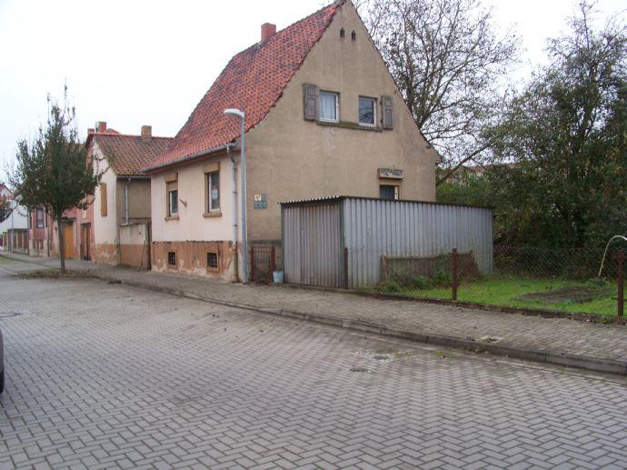 Einfamilienhaus zwischen Quedlinburg und Aschersleben (sanierungsbedürftig) mit ca. 630m² großem Grundstück