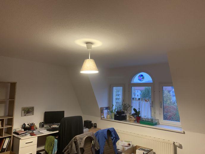 Einziehen und wohlfühlen! 2-Zimmer-Wohnung im DG mit EBK zu vermieten