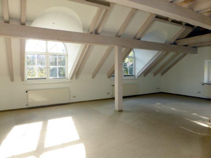 Exclusive 3-Zimmer-Galeriewohnung in charmanter Villa in ruhiger Innenstadtlage von Augsburg!