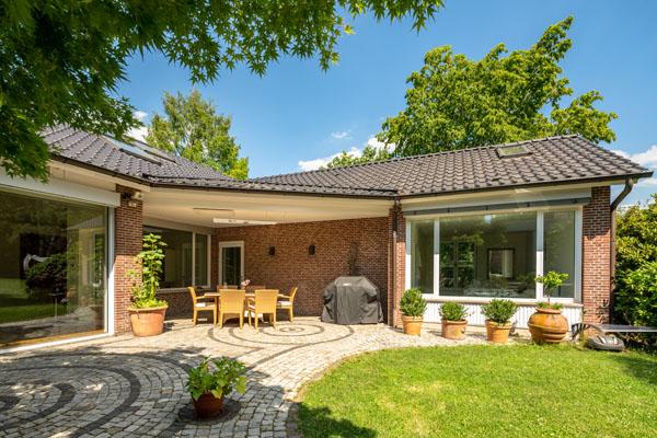 Kassel - Bad Wilhelmshöhe… Exklusiver, sehr großzügiger Bungalow mit luxuriöser Ausstattung umgeben von einem parkähnlichen Grundstück…