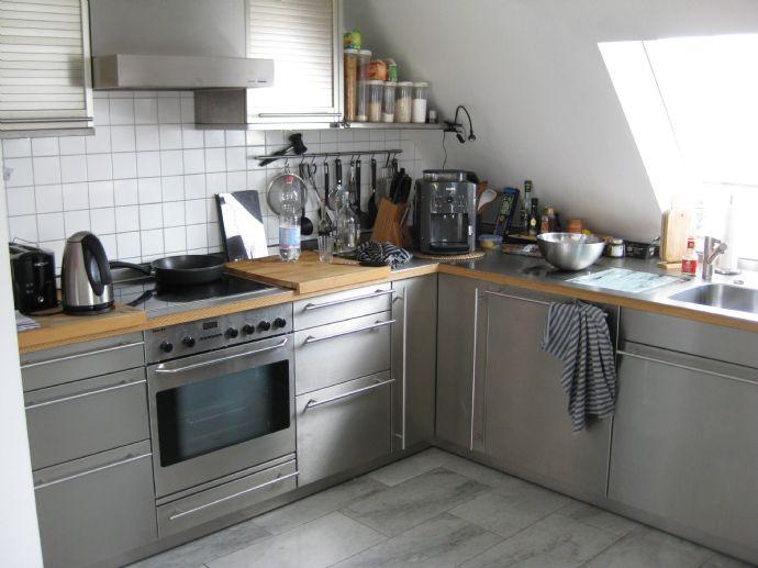 Sehr ansprechende, helle Dachgeschosswohnung in einem 5- Familienhaus