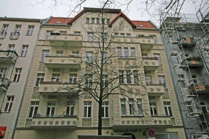 Karl-Kunger-Kiez! Große Altbau-Wohnung mit Balkon zur Kapitalanlage