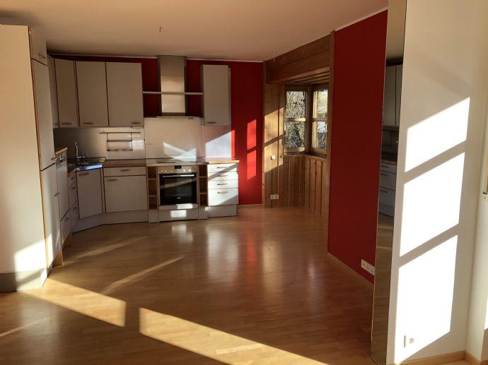 Pullach! Helle Maisonette-Wohnung im Doppelhaus-Charakter und Sonnenterrasse
