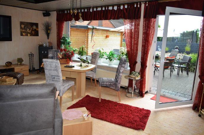 Sehr gepflegter Bungalow mit ausgebautem Dachgeschoss