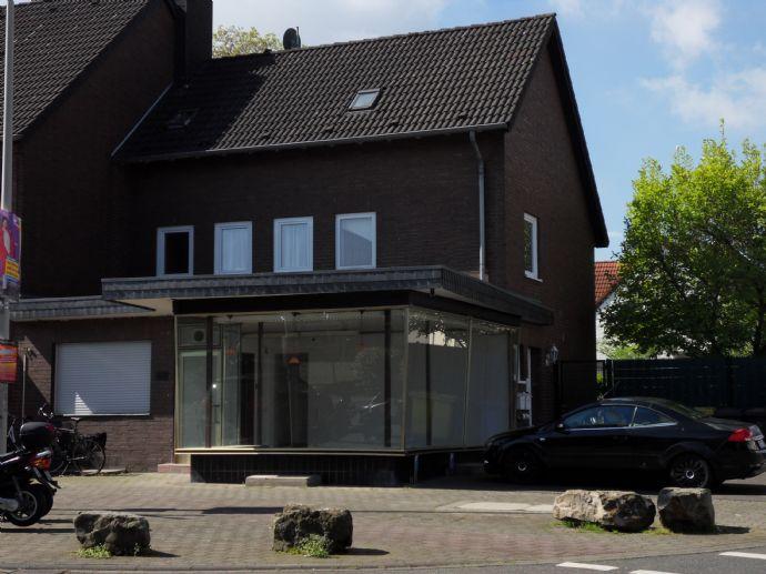 Zweifamilienhaus mit Ladenlokal und Garagenhof